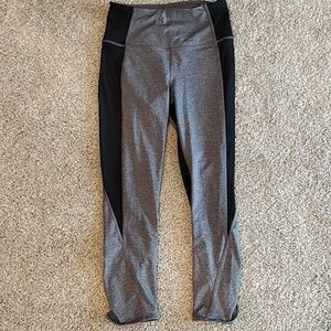 Lululemon Black gray crop yoga pants 6